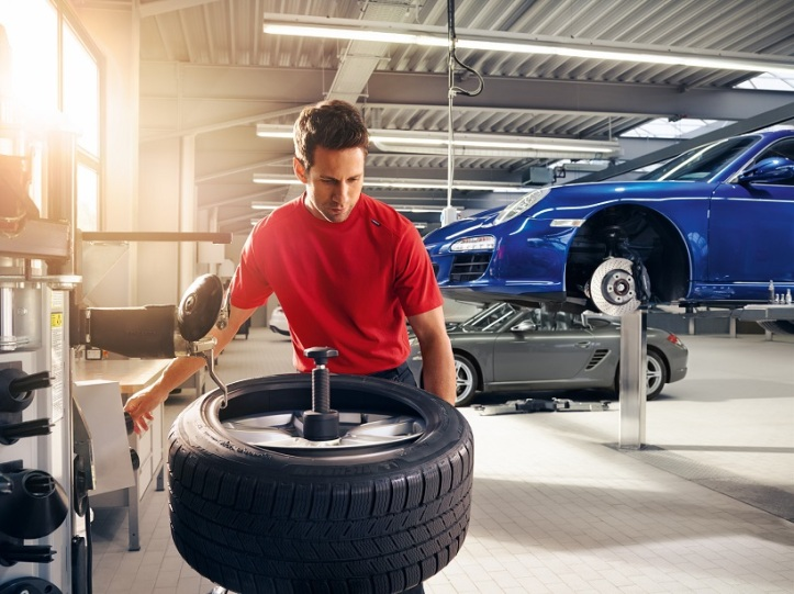 Porsche Service Tyre Fitting
